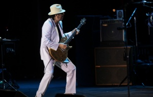 Carlos Santana en concierto en Starlite. Carlos Santana es un artista establecido en el mundo de la música , riffs de guitarra y solos exquisitos y demostrada por los Rolling Stones , que se considera uno de los 15 mejores guitarristas de todos los tiempos . más de 24 discos.Esta en más de 40 años de exitosa carrera , el compositor mexicano ha lanzado la noche ha sido en concierto en Marbella Starlite Nagüelles en canteras , Marbella, Málaga , Andalucía , España