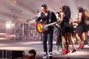 Alejandro Sanz ha colgado el cartel de no hay entradas hoy en Marbella Starlite 3000 concierto en el que la gente cantó todos sus éxitos y canciones
