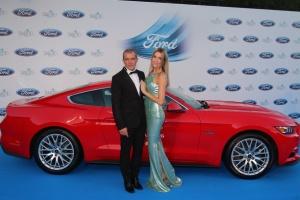 Málaga el actor Antonio Banderas firma un coche que va a ser subastado esta noche en la Gala Starlite en Marbella VII