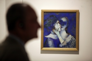 """Collection of the Russian Museum in Malaga hosts ' Chagall and his Russian contemporaries ' in the exhibition are 17 works by the master and Russian painter Marc Chagall.Esta work has the title of """" blue lovers """" 1914"""