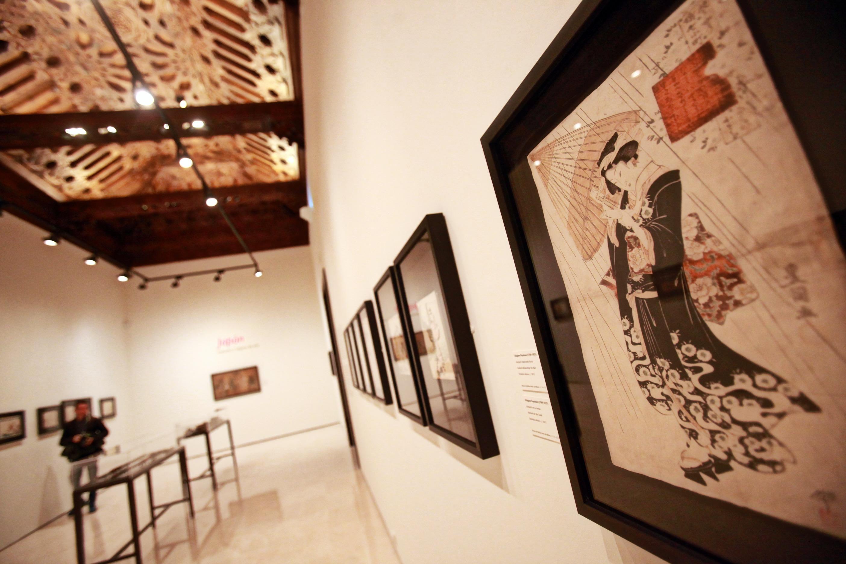 El Museo Carmen Thyssen reúne en su nueva muestra una selección de grabados y objetos de arte de Japón