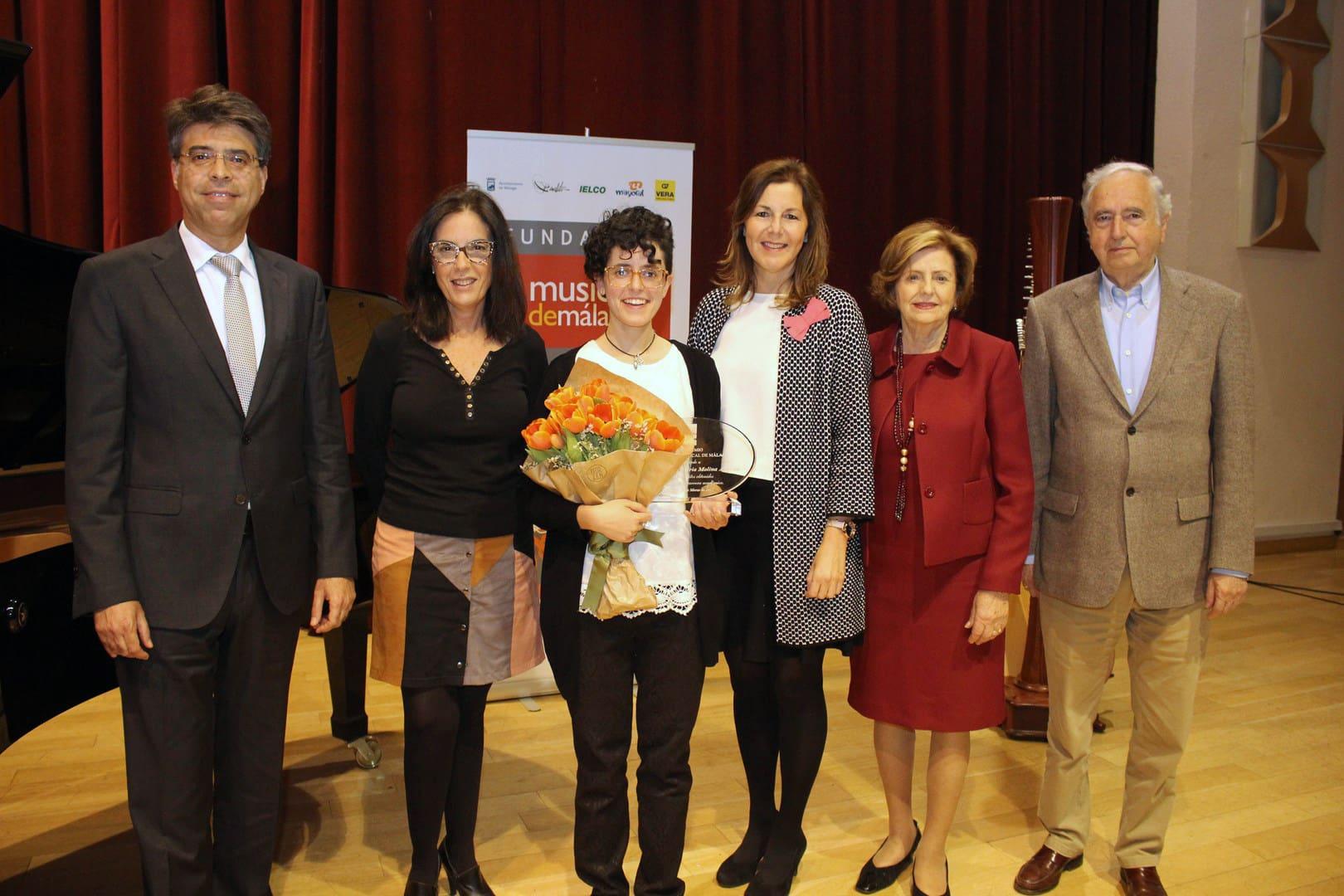 1 Francisco Martínez, Susana Martín, María Victoria Molina, Rosa Vera, Elisa Dominguez de Gor y Manuel S Benedito