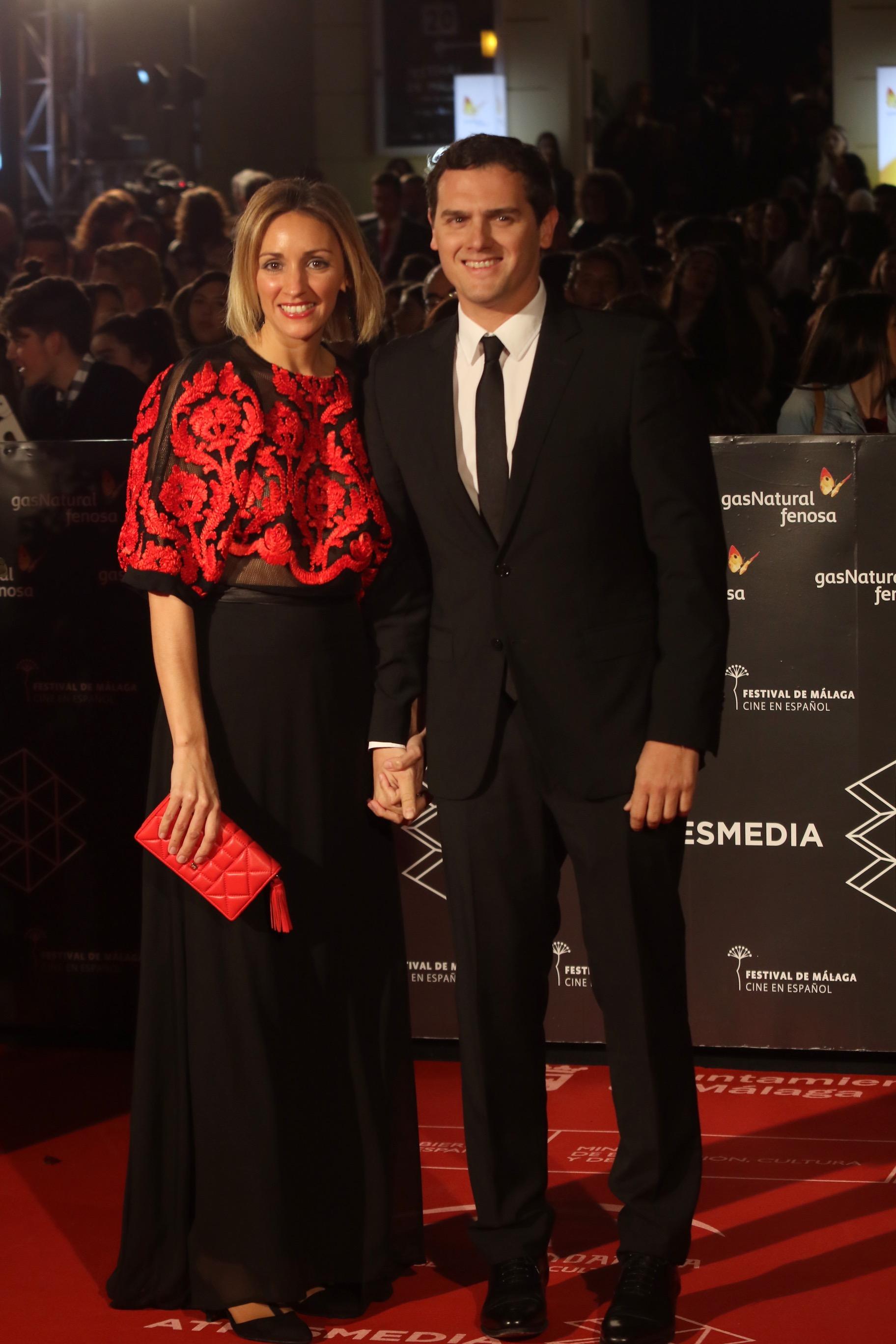 El lider de Ciudadanos Alber Rivera con su novia desfila por la alfombra roja de la gala de inauguración de la 20 edición del festival de cine en Español de Málaga