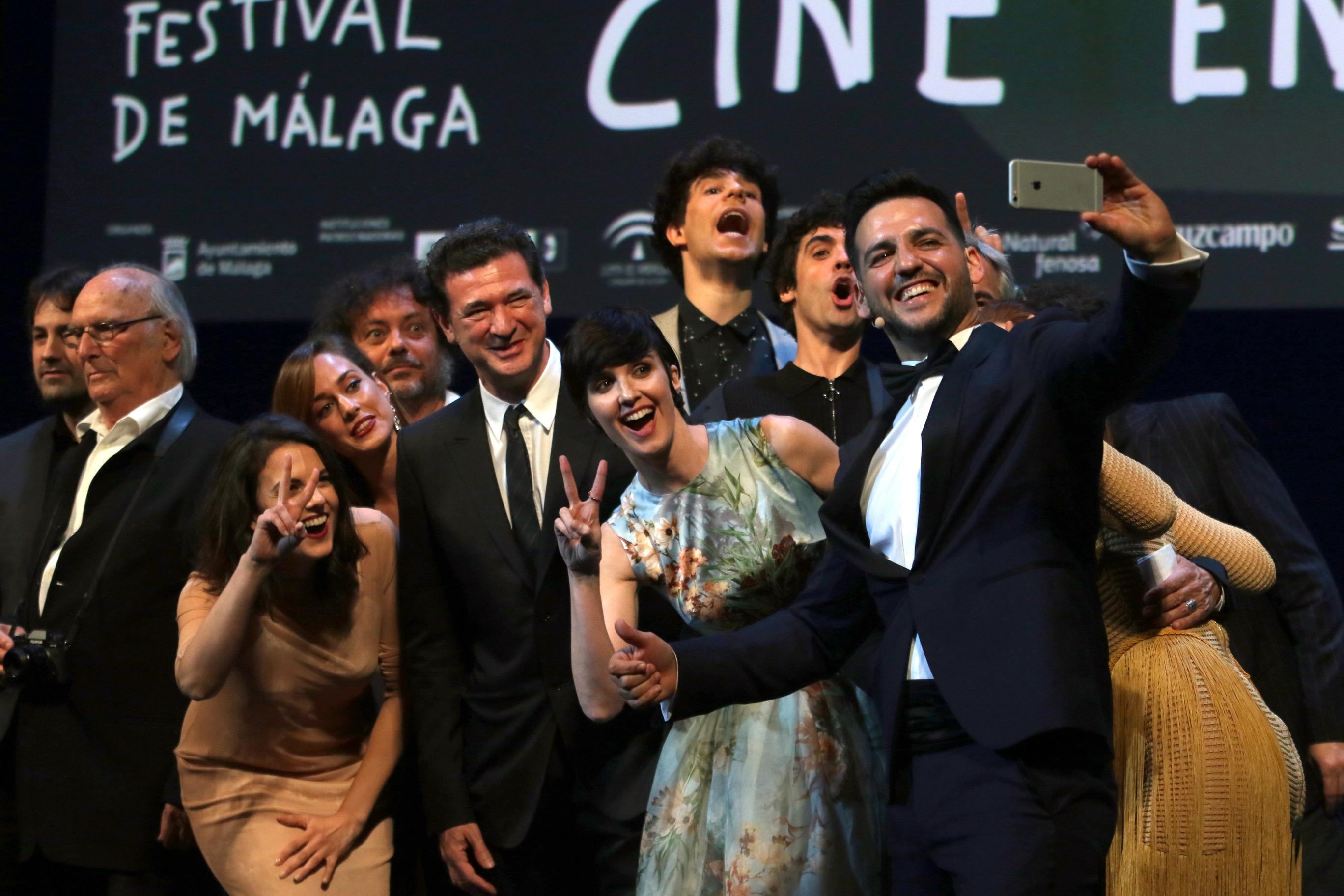 selfie de los actores fran Perea y Paz Vega en el 20 festival de Málaga