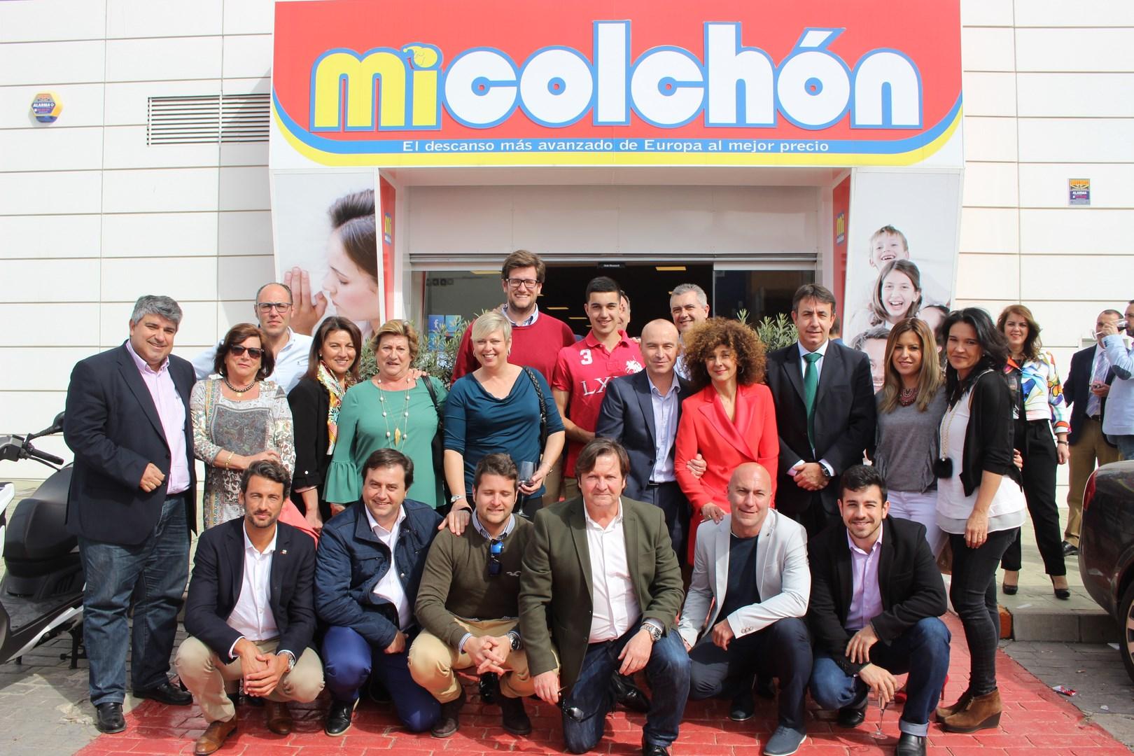 Grupo de empresarios deportivos con Jose Carlos Gaspar, campeón del mundo de Padel
