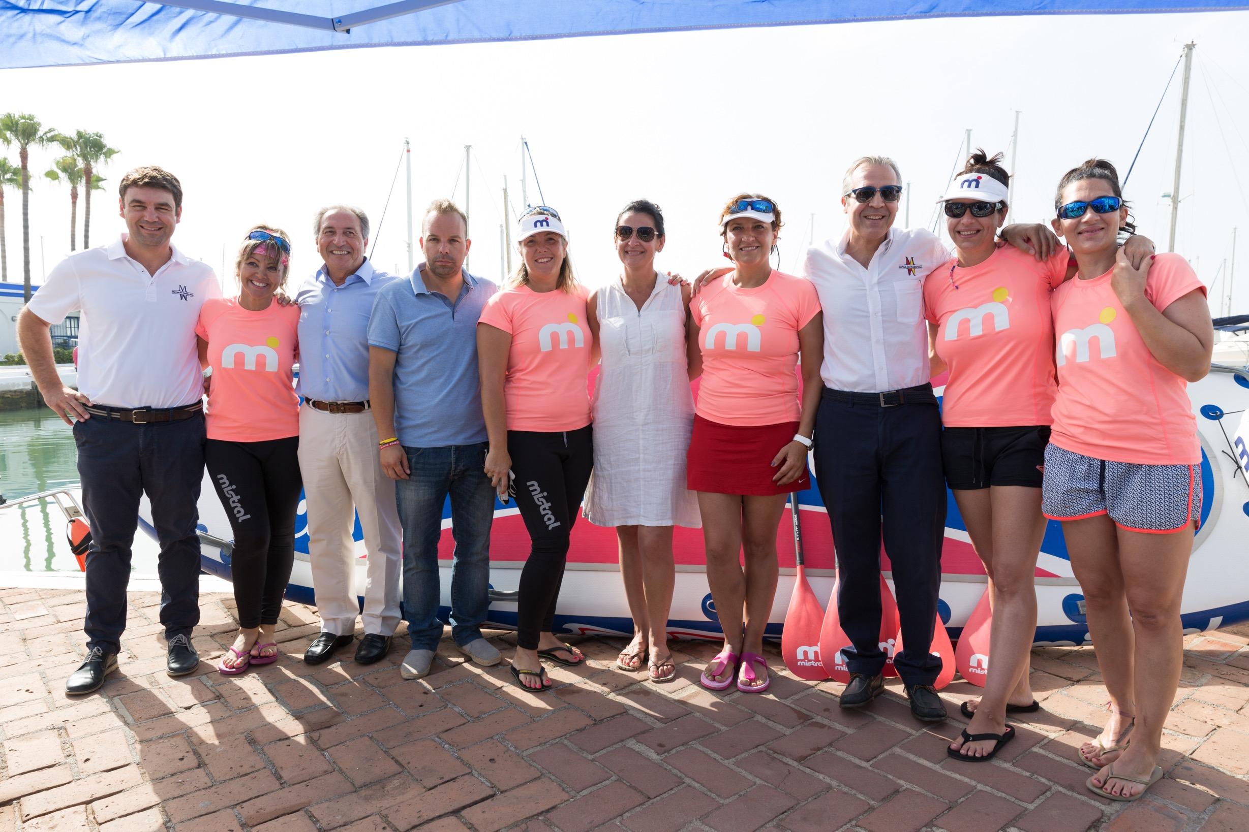 Cargos de Marinas del Mediterráneo junto a concejales Estepona Adrián Trujillo y Susana Aragón y protagonistas SURFEANDO LA VIDA