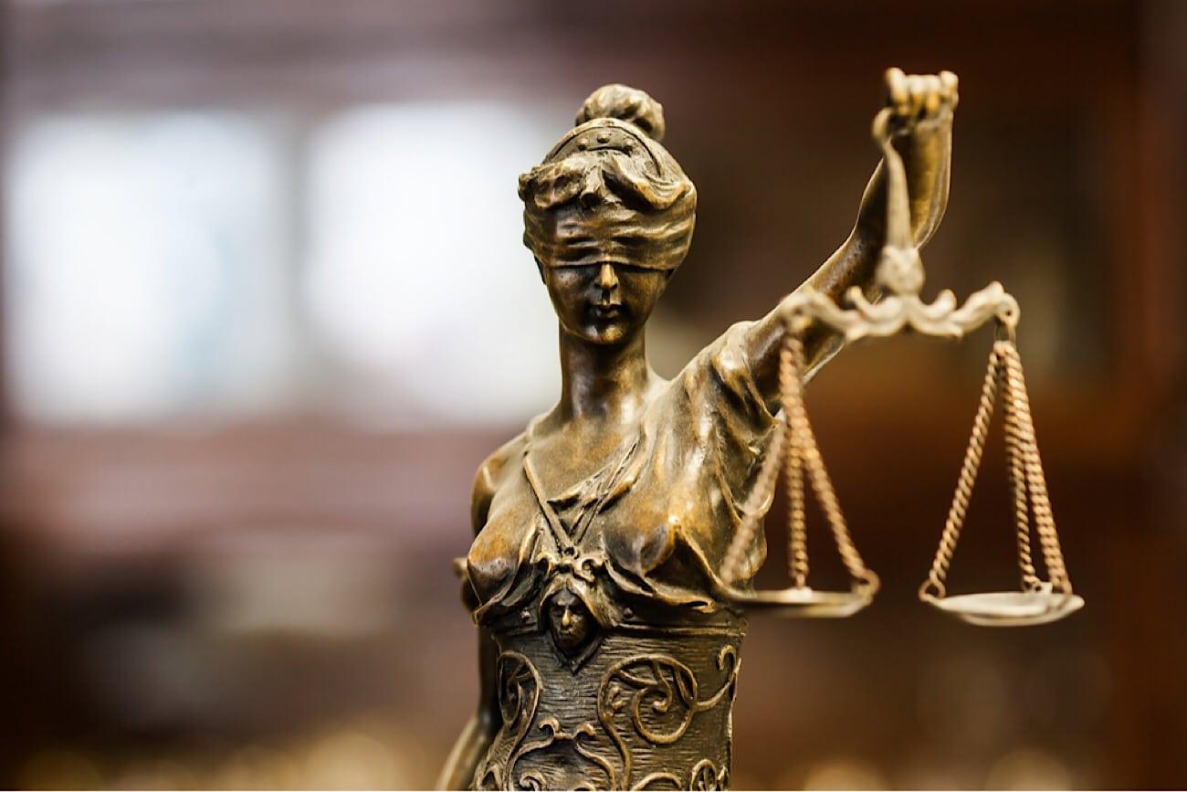 """... el libro """"El secuestro de la justicia. Virtudes y problemas del sistema  judicial"""" con la presencia de los autores del libro."""