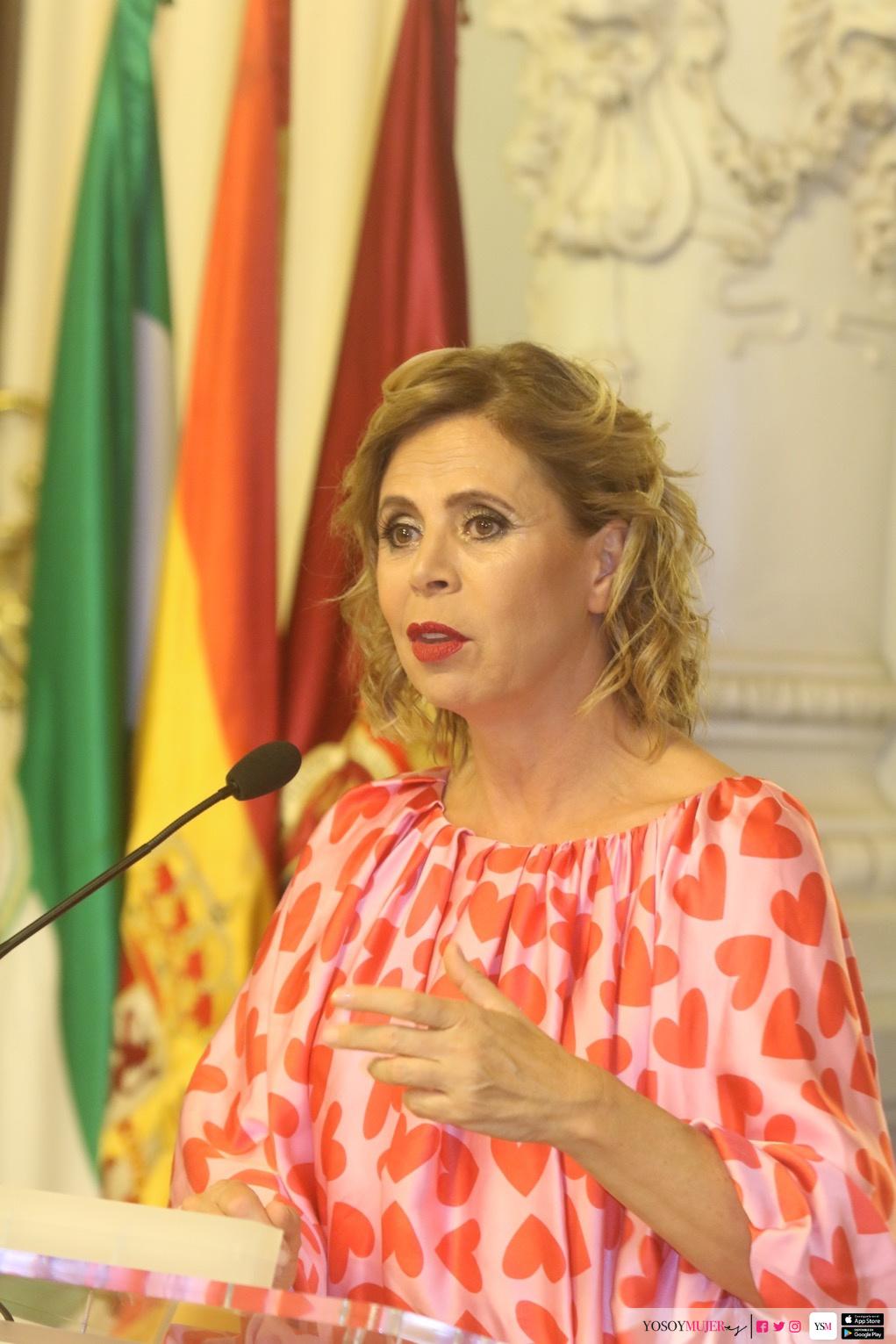 e201404c9e Agatha Ruiz de la Prada ha recibido premios a esa autenticidad a lo largo  de su carrera entre los que destacan el Nacional de Diseño, el Nacional  Honorifico ...