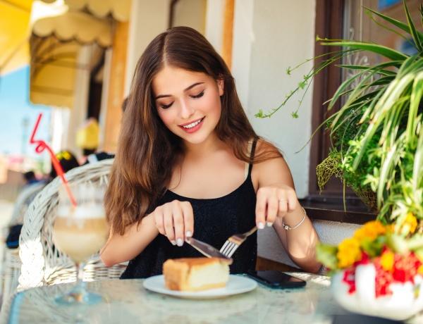 por qué en determinados días la mujer tiene más hambre