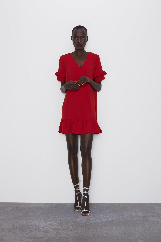 vestido con volantes de zara