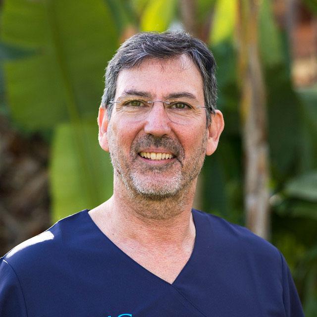 Dr. Luis García